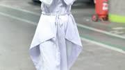 赵丽颖产后现身,身穿蓝紫色长裙和白色帆布鞋现身北京机场!