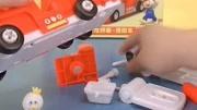 方大手幫嚕嚕組裝好消防車,迎接新任務!