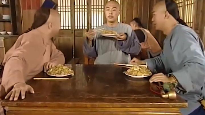 紀曉嵐:紀曉嵐請客吃飯,和珅卻害怕不敢吃,皇上吃的賊香!