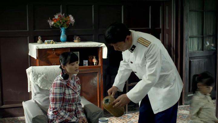 父母愛情:江德福一見鐘情安杰,第一次見面竟將安杰大腿燙傷