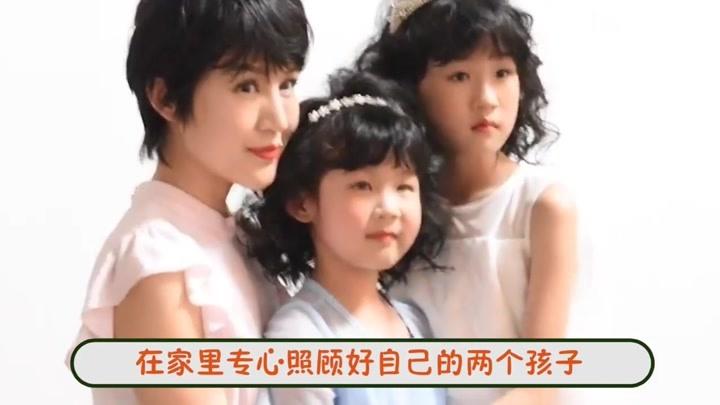 鮑蕾帶兩女兒探班陸毅,一家四口合照幸福滿滿