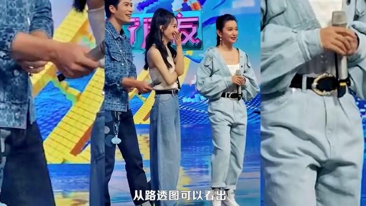 赵丽颖李冰冰同台同穿白色吊带一个优雅一个酷飒