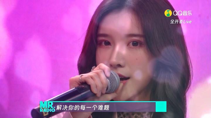 戴燕妮演唱《有的人》驚艷開場,溫柔的聲線娓娓道來,好好聽!