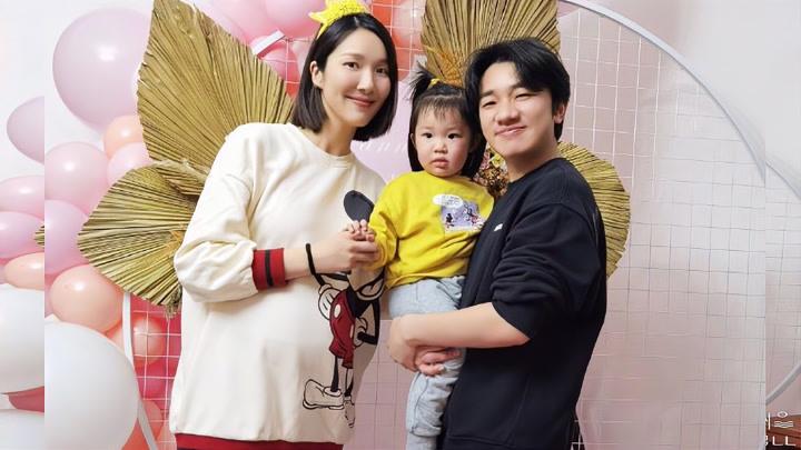 王祖藍為老婆辦生日派對 李亞男挺孕肚素顏出鏡狀態好